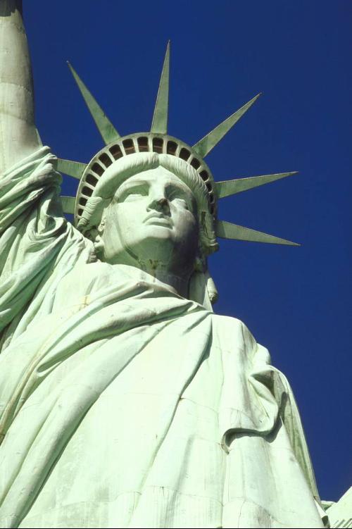 自由女神像是美国自由精神的象征