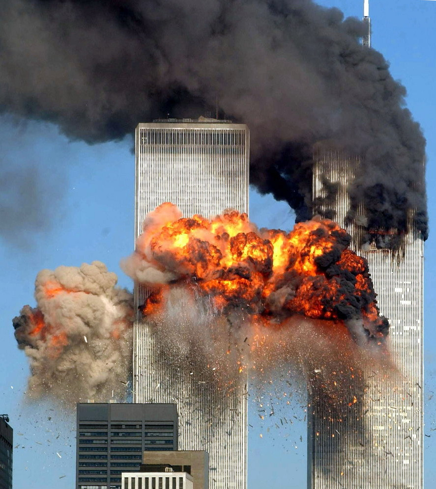 导致世贸双塔轰然倒塌,共造成3000多人死亡和失踪.