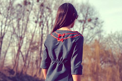 一个人孤独的背影 唯美女生 背影 精彩贴图 嘻图片