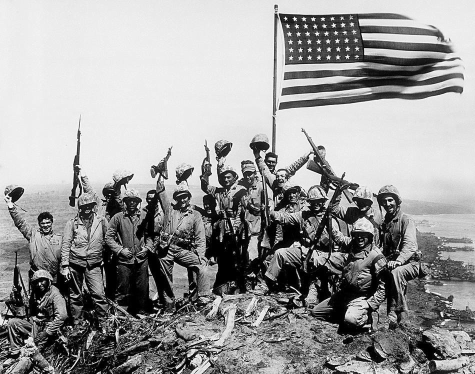 这是美国国旗插上硫磺岛雕塑,如果用了现代的美国国旗,那就错了.