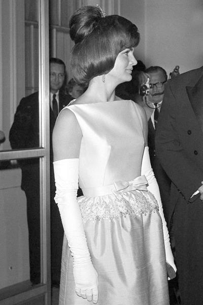 欧美强奸��in9l#�+_最in美国第一夫人杰奎琳·肯尼迪 诠释60年代优雅范