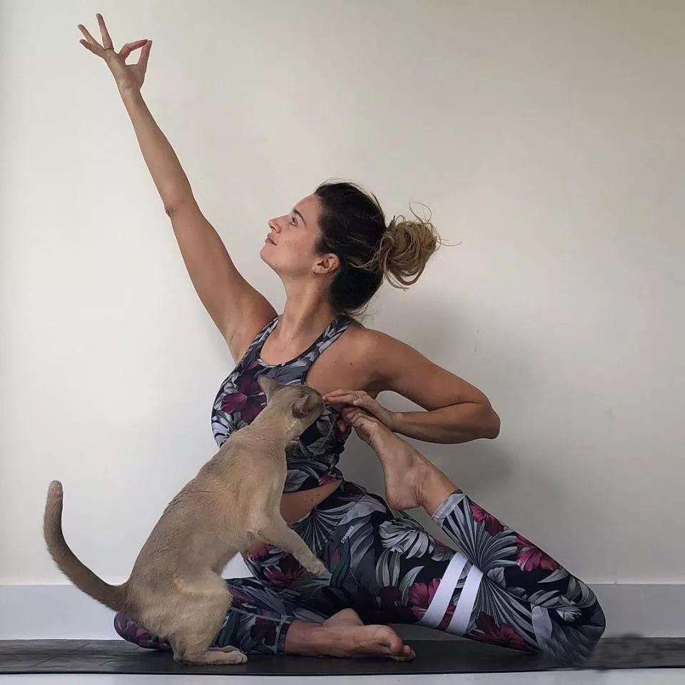 瑜伽初学者实习这些动作时,你要注意这些要点